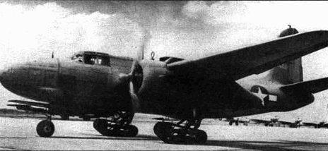 Необычный эксперимент проводился с одним А-20Н. Самолет оснастили гусеничными тележками, что должно было позволить машине взлетать и садиться, несмотря на грязь и снег.