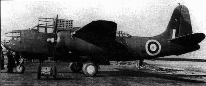 «Тербинлайт» в необычном серо-зеленом камуфляже. Этот самолет использовался для подготовки экипажей в 307-й (польской) эскадрилье Королевских ВВС. В носовом сегменте самолета установлен мощный прожектор, который предполагалось использовать для подсветки целей ночью.