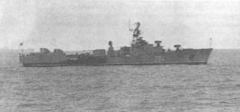 Один из первых МПК проекта 204 Черноморского флота в 1975 г. (вверху) и в 1981 г. (внизу). Обратите внимание на нештатное вооружение корабля: вместо РБУ-6000 установлены РБУ-2500, а вместо АУАК-725 – 57-мм АУ ЗИФ-Э1Б