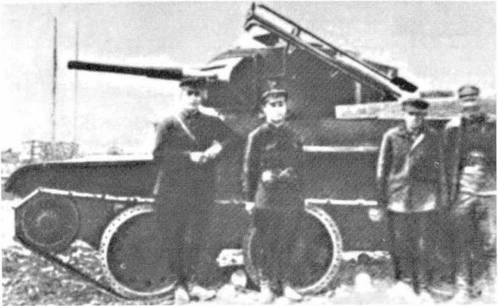 Танки и танковые неуправляемые <a href='https://arsenal-info.ru/b/book/2633435995/28' target='_self'>реактивные снаряды</a>