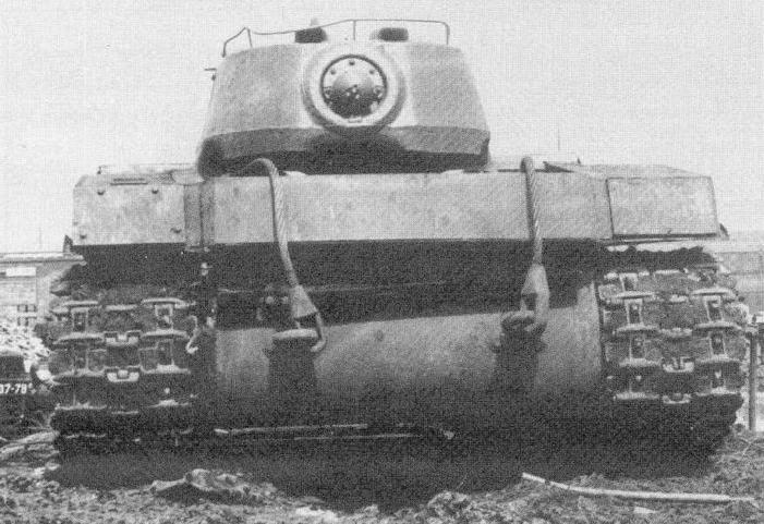 Тяжелый танк КВ-1К с реактивными снарядами на испытаниях