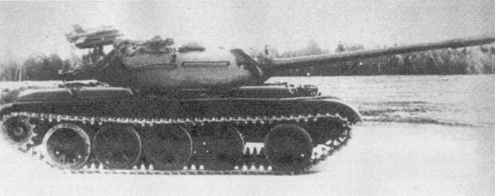 """Танк Т-&4В с ракетным комплексом """"Малютка """" на испытаниях"""