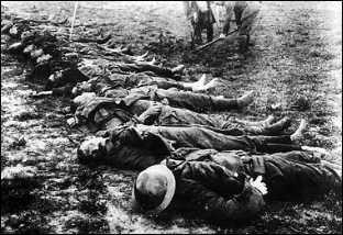 Битвы на Западном фронте. Сомма — атака пехоты (вверху) и ее обычный результат (внизу).