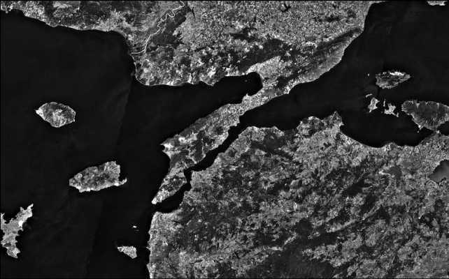 Полуостров Гелиболу (Галлиполи) и пролив Дарданеллы, вид со спутника.