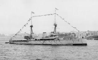 «Индефетигебл» — головной корабль второй серии британских линейных крейсеров, внешний вид на конец 1911г.