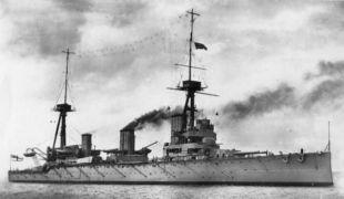 «Инфлексибл» — представитель первой серии первого поколения британских линейных крейсеров. Снимок сделан во время визита корабля в Нью-Йорк в 1909г.