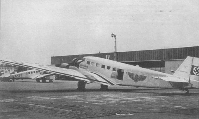 Самолет Ju-52/3m fe (RUDOLF BERTHOLD, D-262, Werk Nr. 4026) авиакомпании Дойче Люфтганза, в 1933-193г.г. этот самолет был сдан в аренду кампании Flug-Eisenhahn- Verkehr (авиационно-железнодорожная транспортная компания). На борт фюзеляжа нанесена эмблема германских железных дорог (Rekhsbahn). В 1935г. самолет передали в люфтваффе.