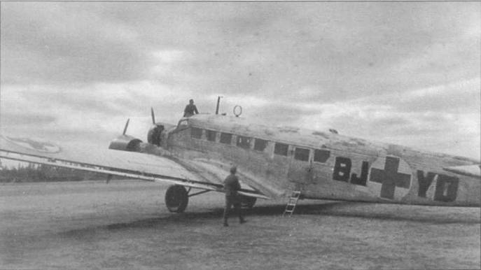 Санитарный Ju-52/3m g6е (BJ+YD) подготовлен к очередному полету с норвежского аэродрома. Самолет имеет временную белую зимнюю окраску поверх черно-зелоногд стандартного камуфляжа. Поверх опознавательных таков люфтваффе накрашены белые круги с красными крестами. В средней части фюзеляжа на крыше установлен воздухозаборник для вентиляции кабины.