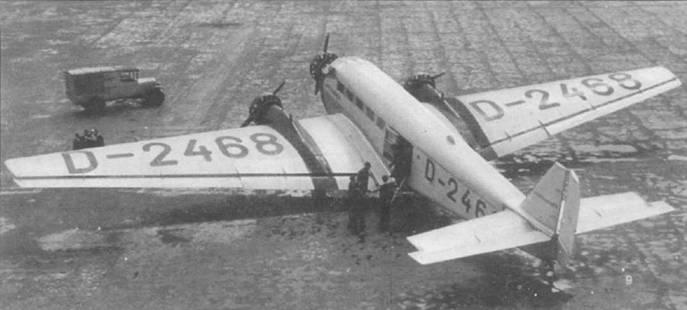 Самолет Ju-52/3m се (D-2463, Werk Nr. 4019) авиакомпании Дойче Люфтганза — последний прсдсерийный пассажирский самолет, построенный на заводе фирмы Юнкерс в Дессау. На верхней поверхности фюзеляжа хорошо виден воздухозаборник для вентиляции кабины. Самолет имеет цвет неокрашенного металла, только полосы на крыле, носовая часть фюзеляжа и надписи — черные. После смены в 1934г. системы регистрационных обозначений летательных аппаратов Германии, самолет получил регистрационный номер D-AF1R.