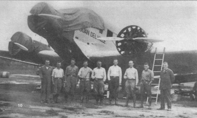 Летчики и техники, главный образом немцы, позируют на фоне Ju-52/3m de «JUAN DEL VALLE» (СВ-17, Werk Nr. 4008), Вилла-Монтес, Боливия. Аэродром Вилла-Монтес являлся основной операционной базой ВВС во время боливийско-парагвайского конфликта в Гран-Чако 1932–1935г.г. Самолет был потерян в результате летного происшествия 3 ноября 1940г. остатки разбитой машины до сих пор лежат в восточной Боливии.