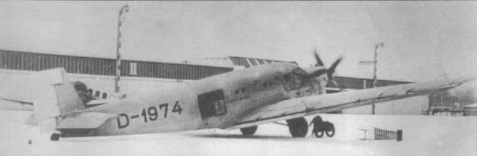 Прототип самолета Ju-52 (D-1974, Werk Mr. 4001) впервые был продемонстрирован публично 17 февраля 1931г. на аэродроме Берлин-Темпельхоф. Са. молет был оснащен одним двигателем жидкостного охлаждения BMW-VlIaU мощностью 685 л.с. Обратите внимание на круглые иллюминаторы.