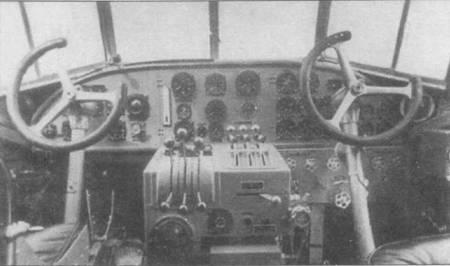 Самолет Ju-52/3m g3e имел двойное управление, слева — место командира, справа — место второго пилота. Управление — штурвального типа. Отклонение колонки вызывает отклонение руля высоты, поворот штурвала — отклонение элеронов. Сектора газа двигателей расположены между креслами летчиков, ближе к креслу командира, но так, чтобы при необходимости до них мог дотянуться второй летчик. Интерьер кабин пилотов военных Ju-52/3m чаще всего был окрашен в серый цвет (RLM-02/FS 36165).