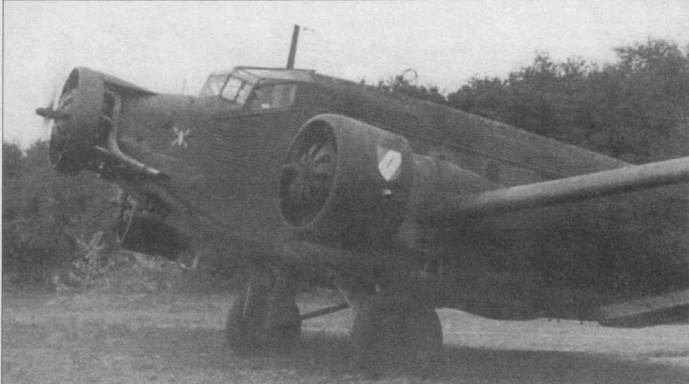 Ju-52/3m g7e со щитком-капотом на среднем моторе, Восточный фронт, 1942г… Такие щитки часто можно было увидеть на Ju-52/3m g7e и других военных вариантах трехмоторного Юнкерса.