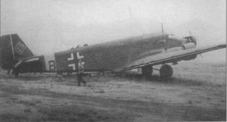 Самолет «ВА+KG» из TG-3 скорее всего модернизирован из Ju-52/3m g5e. Три окна по правому порту фюзеляжа в грузовой кабине соответствуют Ju-52/3m g7e, а небольшой грузовой люк — Ju-52/3m g5e. Окна за грузовым люком нет, как на самолетах Ju-52/3m gSe. На верхней части фюзеляжа перед люковой пулеметной установкой виден воздухозобрник, типичный для тропикализированных Ju-52/3m.