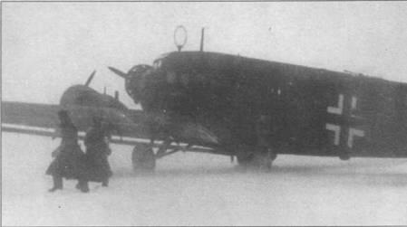 Ju-52/3m g3e (IG+EK) из KG-27, Восточный фронт. Верхняя стрелковая точка закрыта плексигласовым колпаком от стрелковой точки бомбардировщика Hell 1 (на снимке колпак виден плохо). Колпак, в гораздо большей степени, чем козырек, защищал стрелка в полете от потока обжигающего морозного воздуха.
