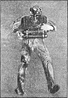Боевой пловец с кислородным прибором.