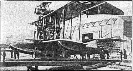 Истребитель «Скаут», установленный на летающей лодке «Феликстоу».