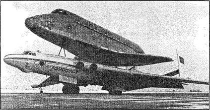 Самолет ВМТ при транспортировке корабля «Буран».