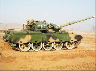Type 59D. К его отличительным особенностям относятся блоки динамической защиты FY и корзина в кормовой части башни.