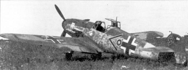 Истребитель Bf 109F технического офицера III./JG-3 лейтенанта графа Генриха фон Эйсиндела, на руле поворота самолета — отметки о пяти победах в воздушных боях. Снимок сделан в июле 1942г., свой пятый самолет, бомбардировщик Пе-2, фон Эйсиндель сбил 4 июля. Эйсендель был сбит в окрестностях Сталинграда и попал в плен.