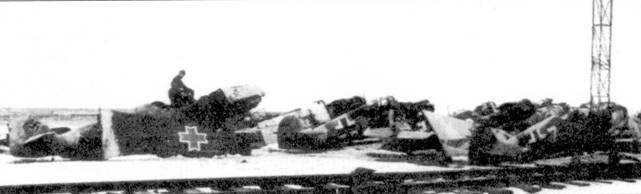 Еще один снимок, сделанный на станции Чир. Бросается в глаза Bf.109 румынских ВВС. Желтая семерка некогда принадлежала 3./JG-3.