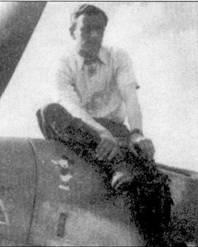 Несмотря на относительно небольшой личный счет (56 обед) майор Хорст Карганико пользовался в ягд- ваффе репутацией настоящего лидера. Карганико командовал стаффелем «Кикенес», затем — 6./JG-5, II./JG-5 и I./JG-5. своей эмблемой Карганико выбрал диснеевского Мики Мауса. Здесь Мики Маус пока еще маленький.