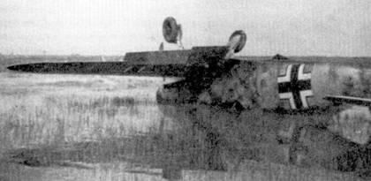 Крупный план — скапотировавший «Фридрих» с бортовым номером «5» желтого цвета.