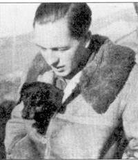 В ходе наступления ни Сталинград отличился командир 3./JG-53 оберлей- тенант Вольфгаег Тонне. На сделанном в начале кампании па Востоке снимке Тонне — еще лейтенант, а все его успехи ограничиваются двумя сбитыми самолетами.