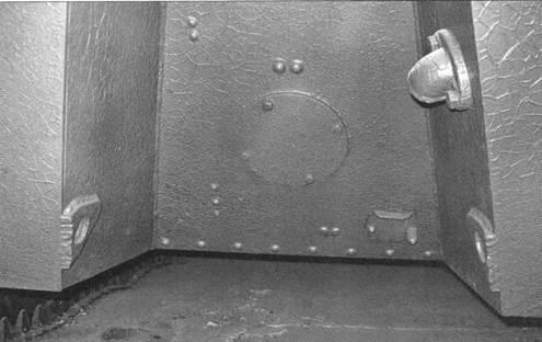 Водоходное оборудование: винт для движения по воде и рули на танке Т-40С не устанавливалось, но ниша, подобная конструкции Т-40, сохранилась без изменений.