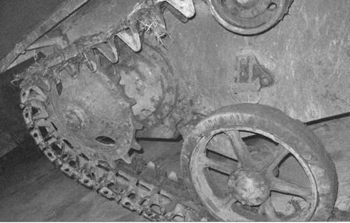 Общий вид и конструкция упрощенных литых катков легкого танка Т-30.