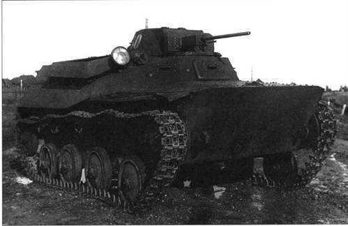 Легкий неплавающий танк Т-40С во время испытаний. 1941 год.