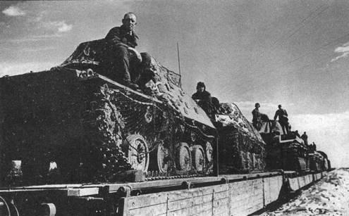 Танки Т-40С погружены на платформы и готовы к отправке на фронт. Московская область, 109 тд, август 1941 года.