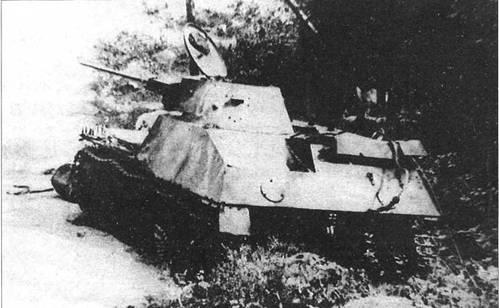 Фотографии танка Т-30, подбитого противником на Карельском перешейке. Он уже вооружен 20-мм пушкой LUBAK. Машина имеет трехцветный камуфляж и тактический номер «63». Ленинградский фронт, 54-я армия, сентябрь 1941 года.