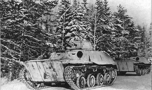 Колонна легких танков Т-40С на марше. Западный фронт, 5-я армия, январь 1942 года.