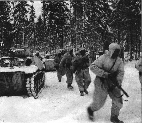 Перед проведением разведки боем. Спешивание танкового десанта. Западный фронт, 5-я армия, январь 1942 года.