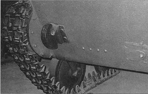 Фотоснимки ведущего колеса легкого танка Т-40С в различных ракурсах.
