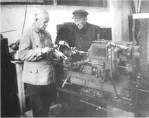 В.А. Дегтярев в иеху Ковровского завода им. Киркиж. 1930г.