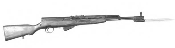 7,62-мм самозарядный карабин Симонова СКС с откинутым клинковым штыком.