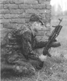 Стрельба из подствольною гранатомета ГП-25 «Костер», смонтированного на автомате Калашникова АКМ.