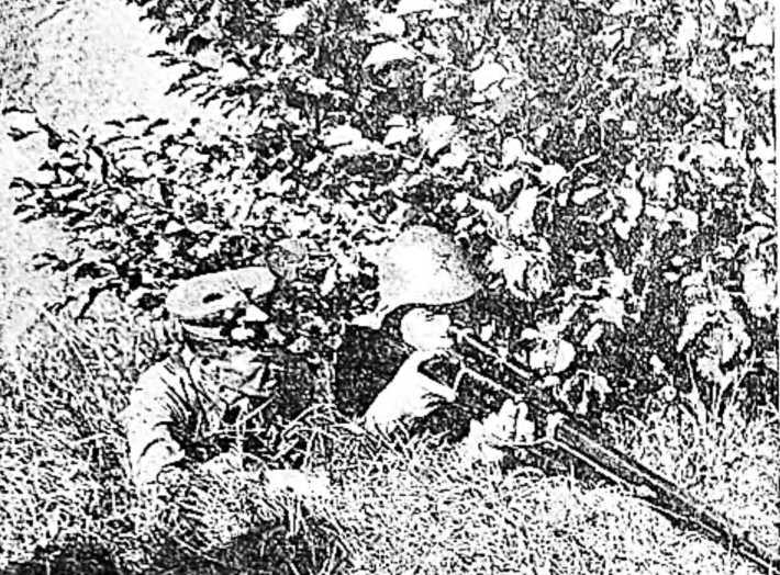 Снайперы Красной армии: политрук Кузнецов и молодой боец Ушаков
