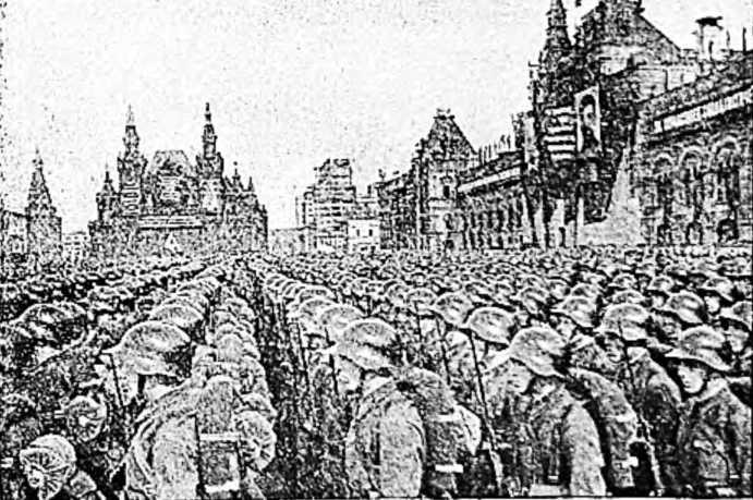 Бойцы Стрелковой дивизии на параде в Москве