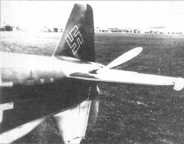 Хвостовая часть Do 33SV3 (W.Nr. 230003, CP+UC). Снимок сделан в l./Versuchsverband OKL, самолет несет бортовой код T9+ZH.
