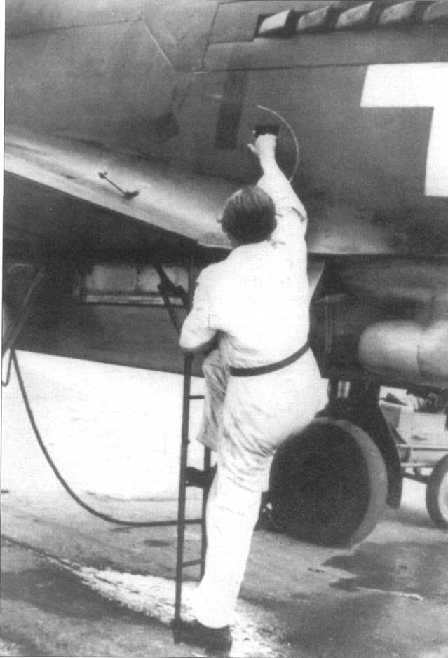 Лесенка, помогающая пилоту попасть в кабину. На снимке Do 335 V8.
