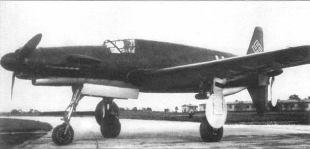 Do 335 V1 на аэродроме. Видна характерная форма щитков главного шасси. Силуэтом самолет напоминал муравьеда, в результате самолет получил именно такое неофициальное прозвище.