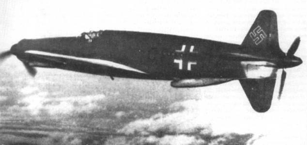Первый прототип Do 335 VI в полете.