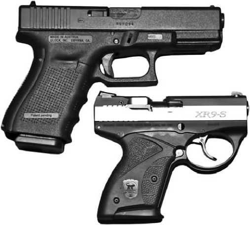 Пистолеты Glock и Boberg XR9-S.
