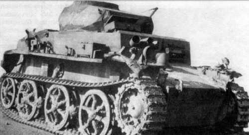 Фотоснимок аэромобильного легкого танка Pz.Kpfw.I Ausf.C (VK 601) со снятыми верхними опорными катками и узкой гусеницей. В целом же ходовая часть этой машины состояла из пяти опорных катков в два ряда на борт, ведущее колесо переднего расположения; подвеска — индивидуальная торсионная.
