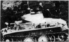 Танки Pz.Kpfw.I Ausf.C с тактическими номерами «13» и «15» на полигоне близ Цволле, в Голландии. Вероятнее всего они входили в состав 103-го (503-го) батальона тяжелых танков СС. Западная Европа, 1944 год.