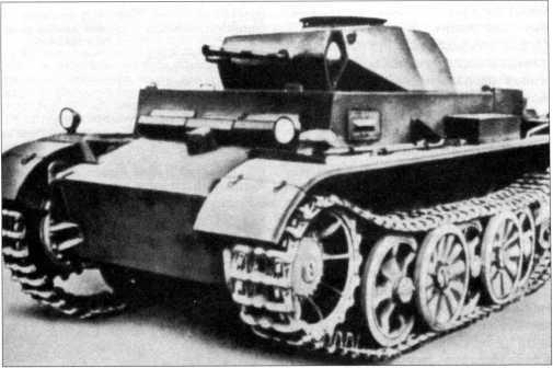 Общий вид прототипа легкого танка Pz.Kpfw.II Ausf.GI (VK 901). Подобные машины должны были выпускать фирмы MAN и «Даймлер-Бенц». Первоначально предполагалось построить 36 таких танков.