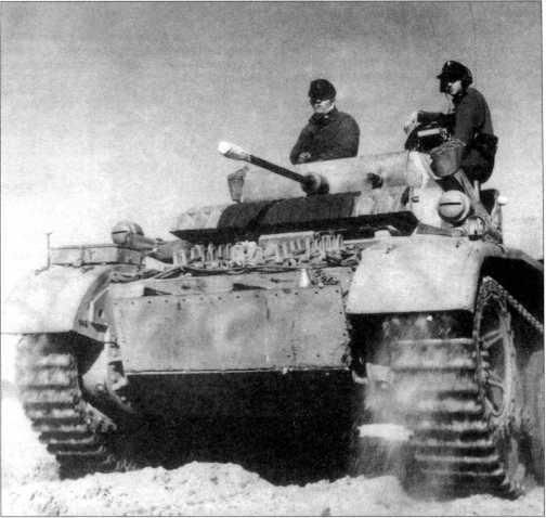 Машина «Лухс» 4-го разведбатальона 4 тд. Хорошо различим передний дополнительный бронелист лобовой части корпуса. На листе имеются отверстия непонятного назначения — возможно для бронировки использовали старые бронелисты от других машин. Советско-германский фронт, осень 1943 года.
